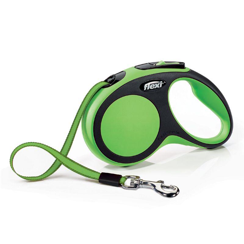цена Рулетка для собак Flexi New Comfort S (до 15 килограмм) лента 5м черный/зеленый онлайн в 2017 году